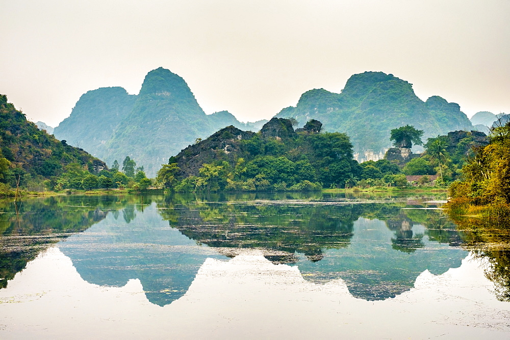 Karst mountain landscape at Ninh Xuan, Hoa Lu District, Ninh Binh Province, Vietnam, Indochina, Southeast Asia, Asia