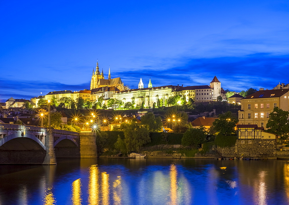 Prague Castle (Prazsky Hrad), UNESCO World Heritage Site, on the Vltava River at dusk, Stare Mesto (Old Town), Prague, Czech Republic, Europe
