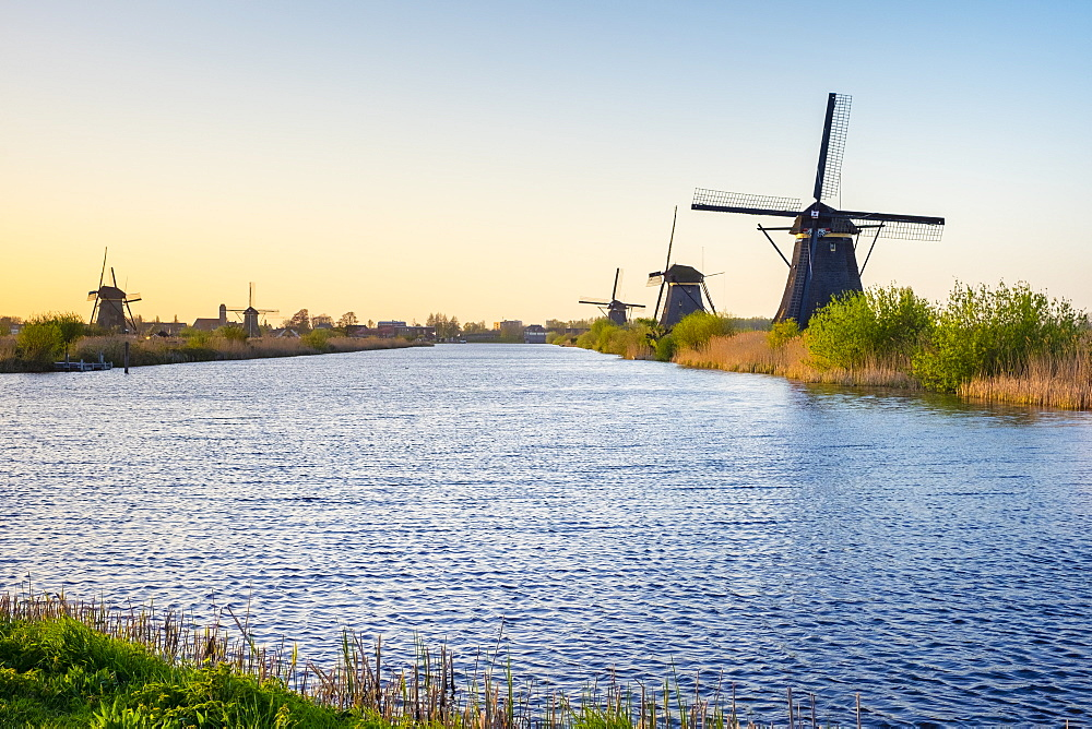 Historic Dutch windmills on the polders at sunset, Kinderdijk, UNESCO World Heritage Site, South Holland, Netherlands, Europe - 1217-286