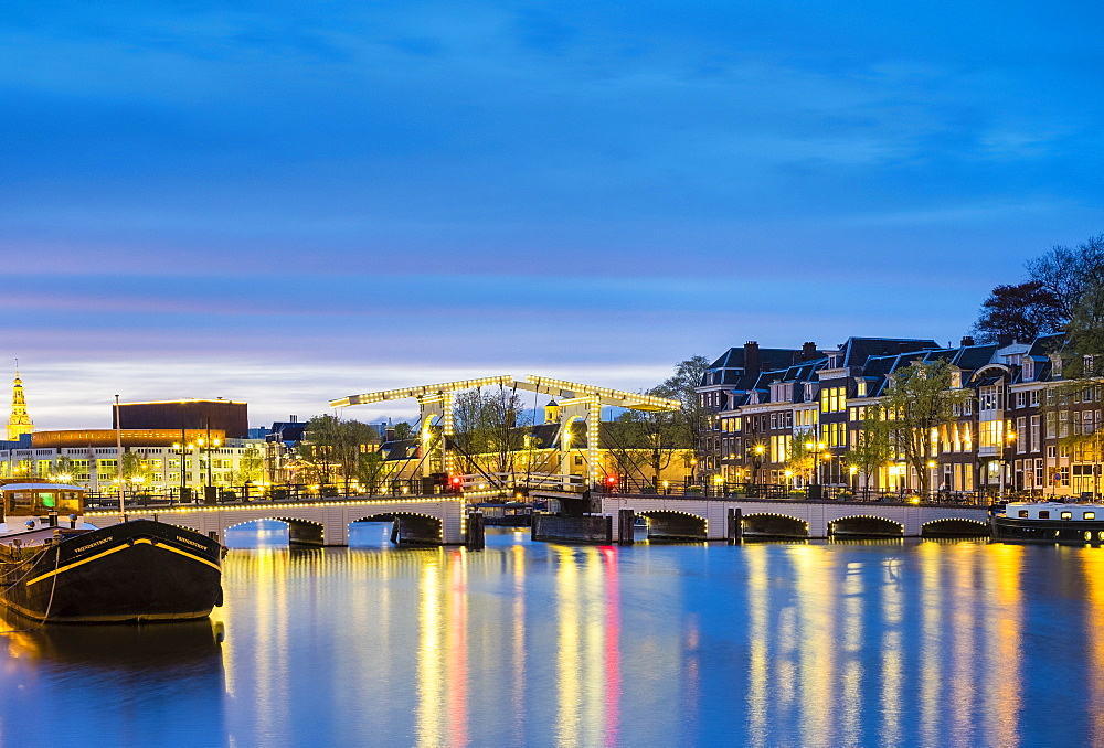 Magere Brug (Skinny Bridge), on the Amstel River at night, Amsterdam, North Holland, Netherlands, Europe