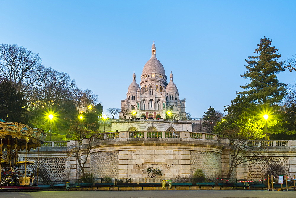 France, véle-de-France, Paris. Basilica of Sacre Coeur at dusk, Montmartre.