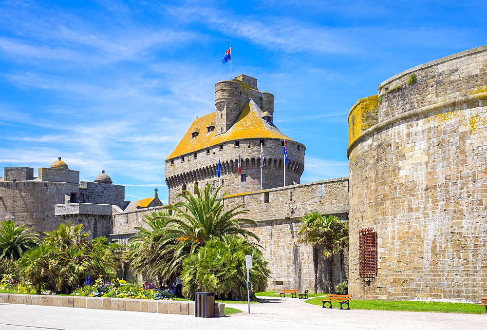 Medieval fortified Chateau Saint-Malo castle, St. Malo, Ille-et-Vilaine, Brittany, France, Europe