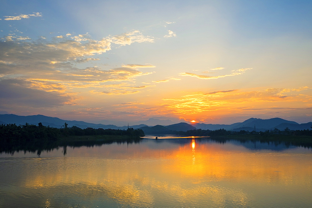 Sunset over the Perfume River, Hue, Thua Thien-Hue Province, Vietnam, Indochina, Southeast Asia, Asia