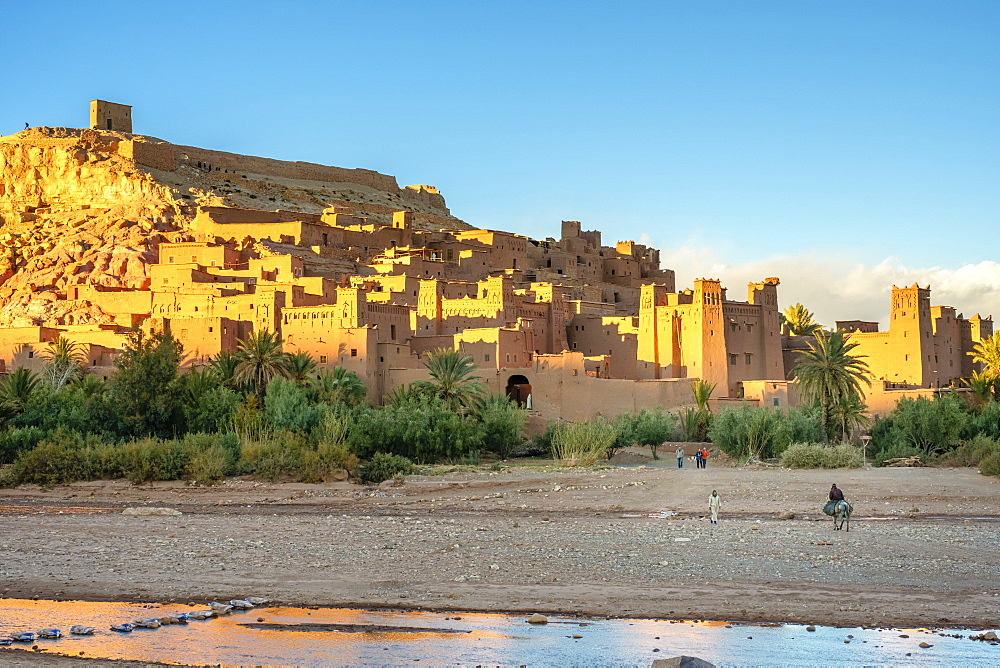Man riding a horse in front of Ksar of Ait Ben Haddou (Ait Benhaddou), UNESCO World Heritage site, Ouarzazate Province, Souss-Massa-Draa, Morocco, North Africa, Africa - 1217-498