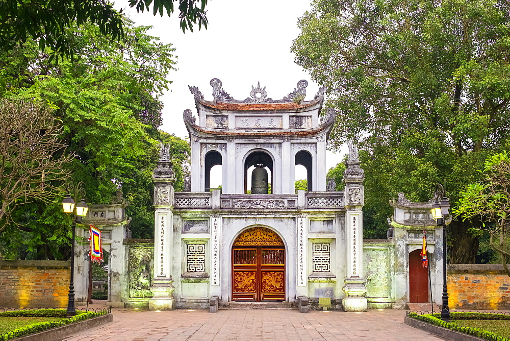 Temple of Literature gate at dusk, Dong Da District, Hanoi, Vietnam, Indochina, Southeast Asia, Asia