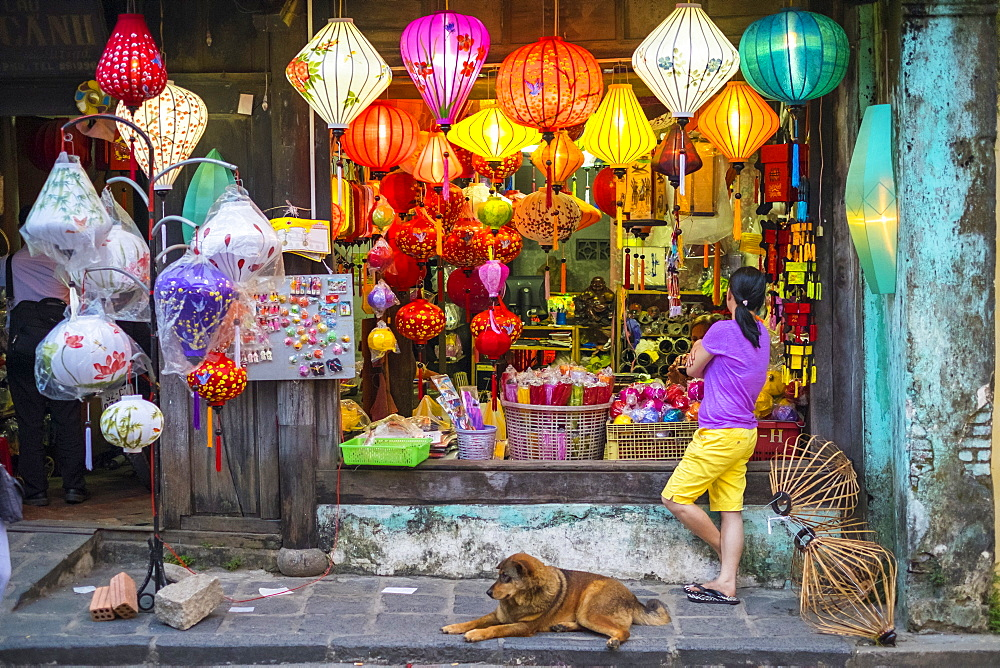 Shop selling silk lanterns in Hoi An, Quang Nam Province, Vietnam, Indochina, Southeast Asia, Asia