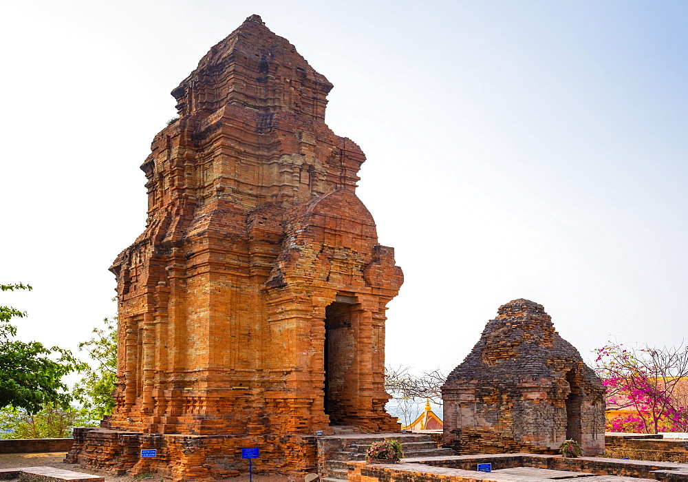 Thap Po Sah Inu temple, 15th century Cham tower ruins at Phan Thiet, Binh Thuan Province, Vietnam, Indochina, Southeast Asia, Asia