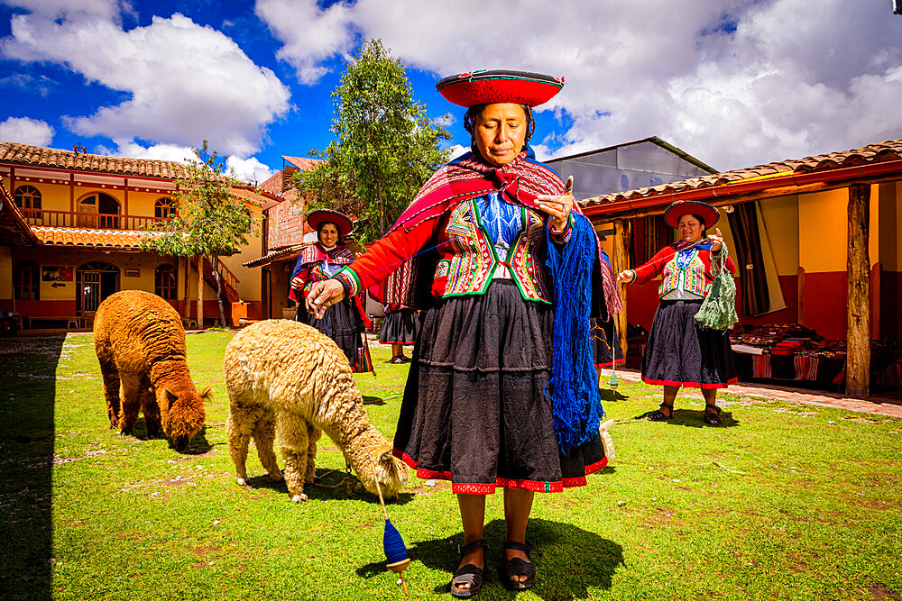 Quechua Women of the Chincheros Community
