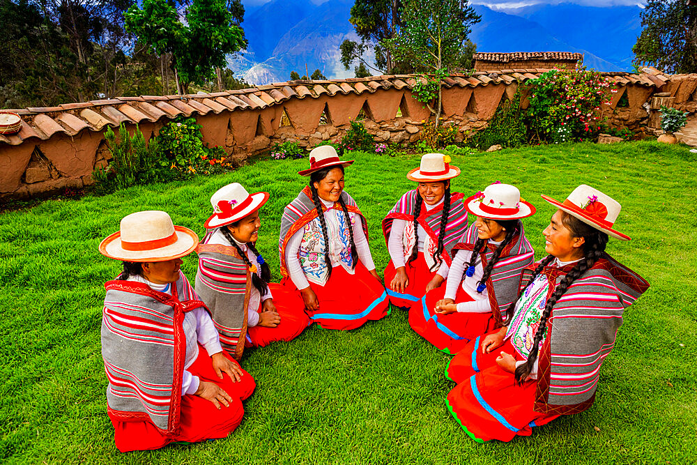 Quechua women of the Misminay Community, Sacred Valley, Peru, South America
