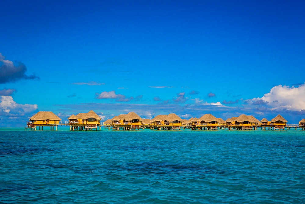 Overwater bungalows, Le Taha'a Resort, Tahiti, French Polynesia, South Pacific, Pacific