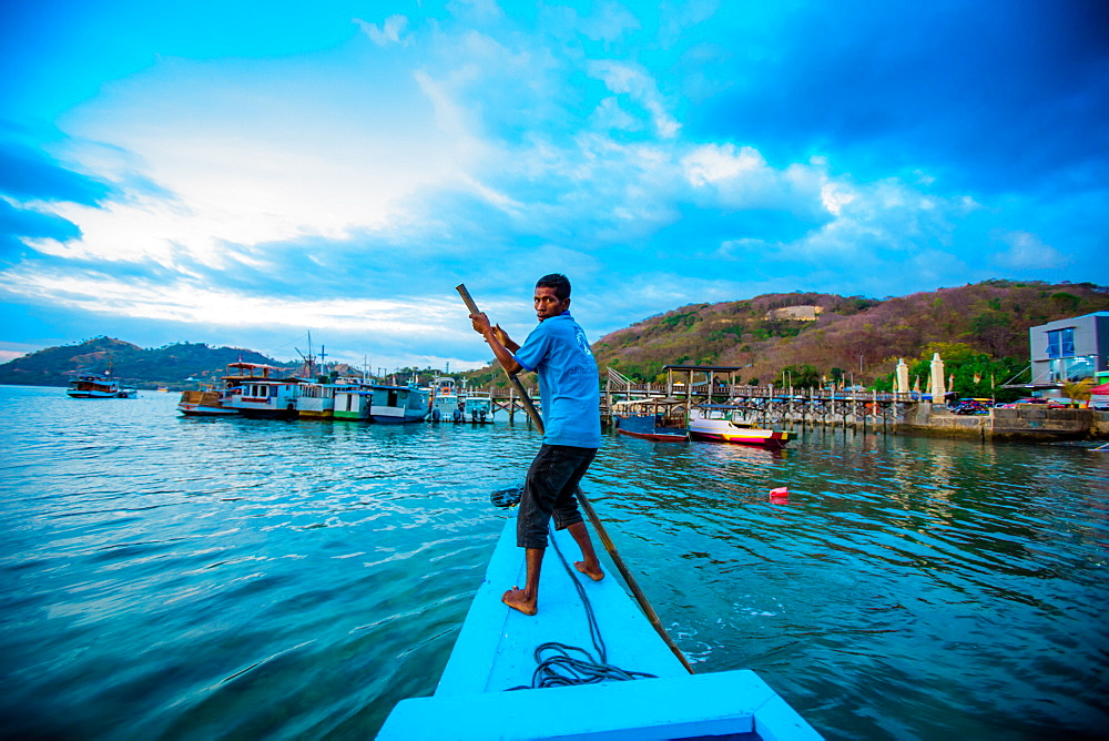 Indonesian gondolier, Flores Island, Indonesia, Southeast Asia, Asia