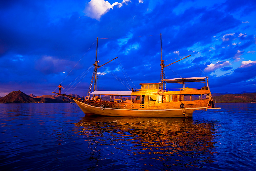 Phinisi fishing boat, Flores Island, Indonesia, Southeast Asia, Asia