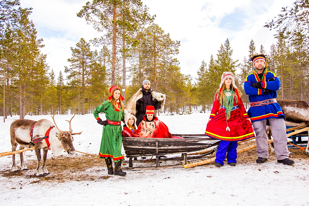 Group photo wearing Traditional Sami costumes, Reindeer Safari, Kakslauttanen Igloo Village, Saariselka, Finland, Scandinavia, Europe - 1218-273
