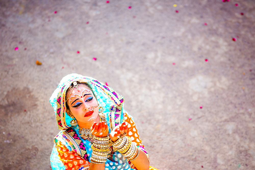 Traditional Radha dance during the Flower Holi Festival, Vrindavan, Uttar Pradesh, India, Asia