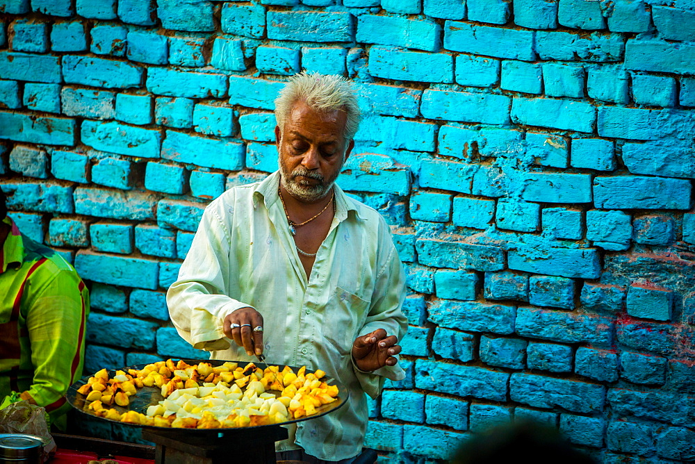Street vendor in Jodhpur, the Blue City, Rajasthan, India, Asia