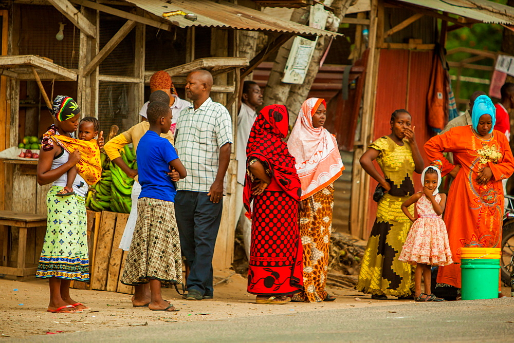 Locals at the bus stop in Dar-es-Salaam, Tanzania, East Africa, Africa