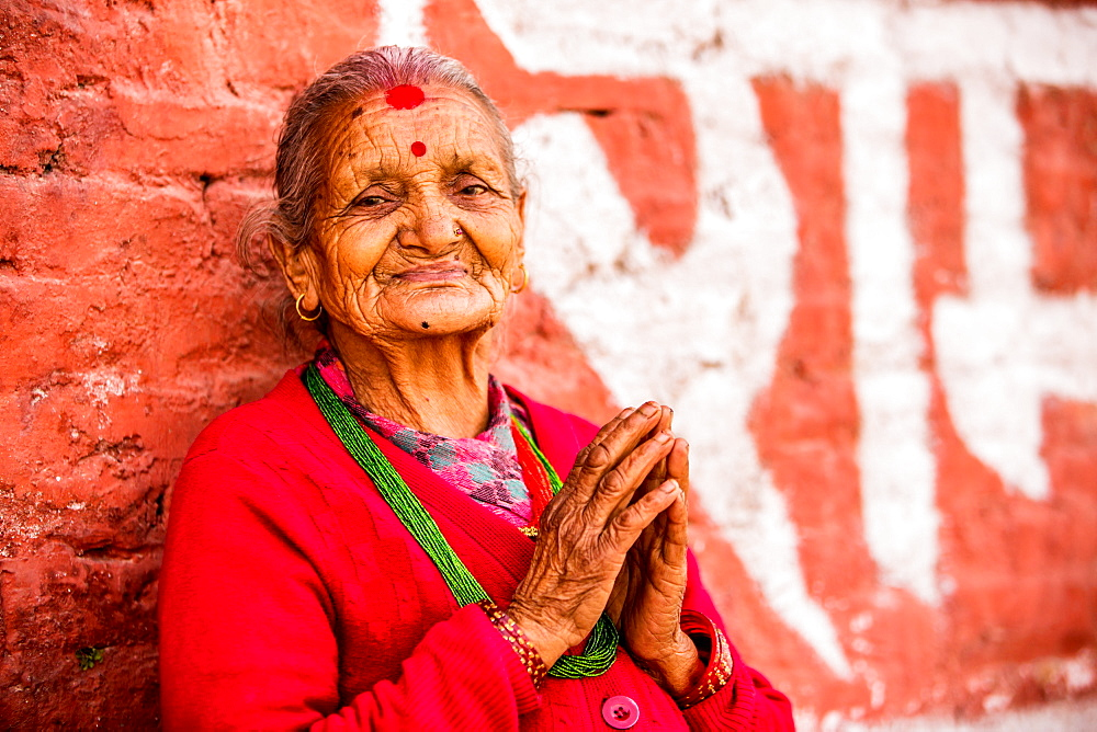 Old woman praying at Pashupati Temple, Kathmandu, Nepal, Asia
