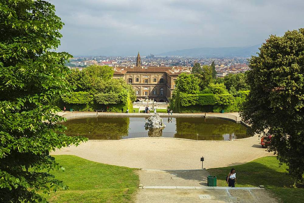Looking down on the Neptune fountain from the Boboli Gardens to the Palazzo Pitti and city beyond, Florence, Tuscany, Italy, Europe - 1219-239
