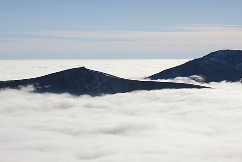 A phenomenal temperature inversion in Snowdonia with the Nantlle Ridge peaks above a vast sea of fog in brilliant sunshine, Snowdonia, Wales, United Kingdom, Europe