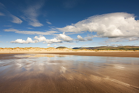Morfa Dyffryn beach near Barmouth, a vast expanse of sand and dunes from Barmouth to Harlech and a popular naturist beach, Barmouth, Wales, United Kingdom, Europe