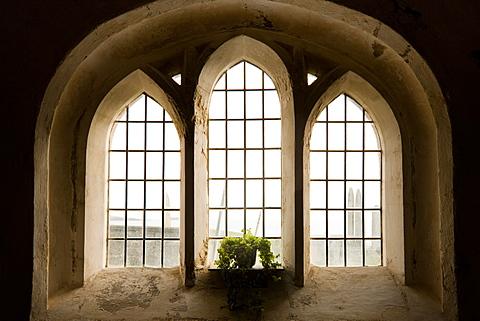 Graves through the church window, with the Irish Sea just behind, Aberdaron Church, Llyn Peninsula, Gwynedd, Wales, United Kingdom, Europe
