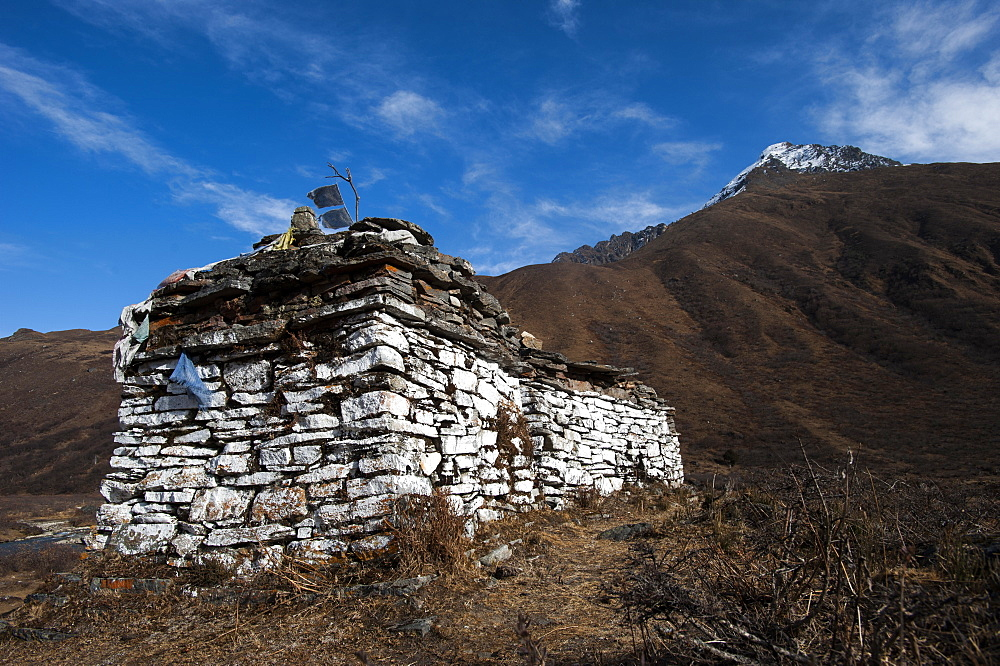 An ancient chorten along the Laya-Gasa trekking route near Jangothang, Bhutan, Himalayas, Asia