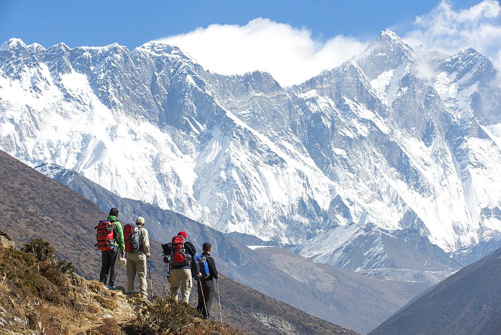 Trekkers look up at Everest, the distant peak on the left, with Nuptse and Lhotse, Khumbu Region, Himalayas, Nepal, Asia