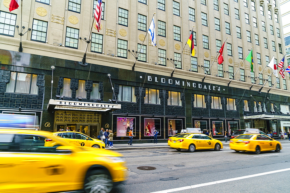 Bloomingdales Department Store and yellow taxi cabs, Lexington Avenue, Manhattan, New York City, United States of America, North America