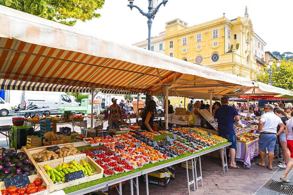 Fruit and vegetable market, Cours Saleya, Old Town, Vieille Ville, Nice, Cote d'Azur, Alpes-Maritimes, French Riviera, France, Europe