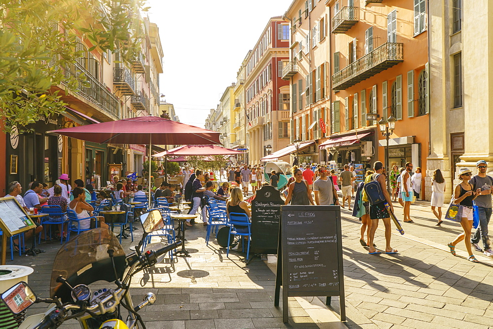 Street in the Old Town, Vieille Ville, Nice, Cote d'Azur, Alpes-Maritimes, French Riviera, France, Europe