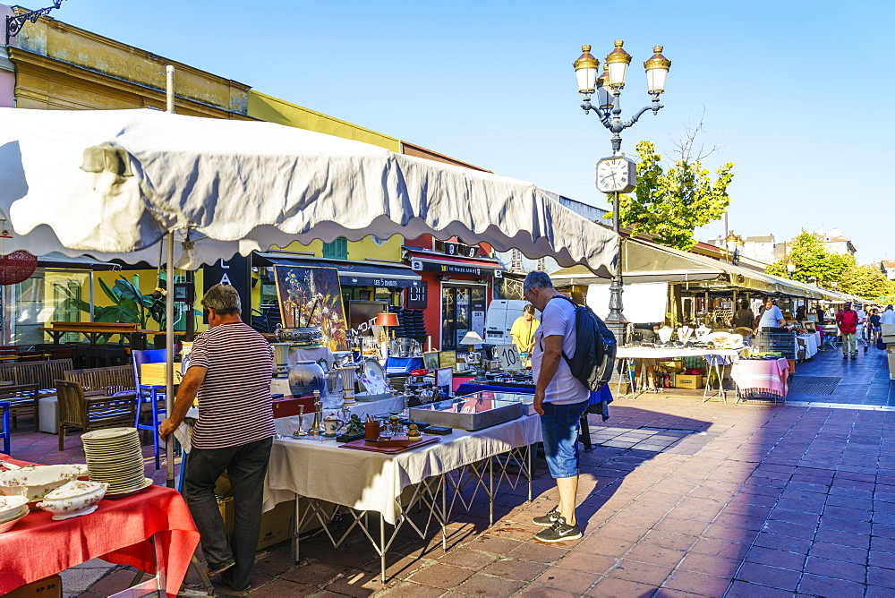 Bric-a-brac market, Cours Saleya, Old Town, Nice, Alpes Maritimes, Cote d'Azur, Provence, France, Europe