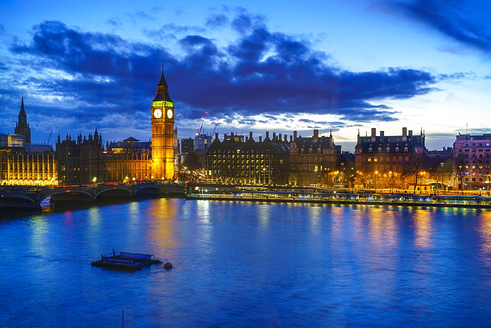 Big Ben (the Elizabeth Tower) and Westminster Bridge at dusk, London, England, United Kingdom, Europe