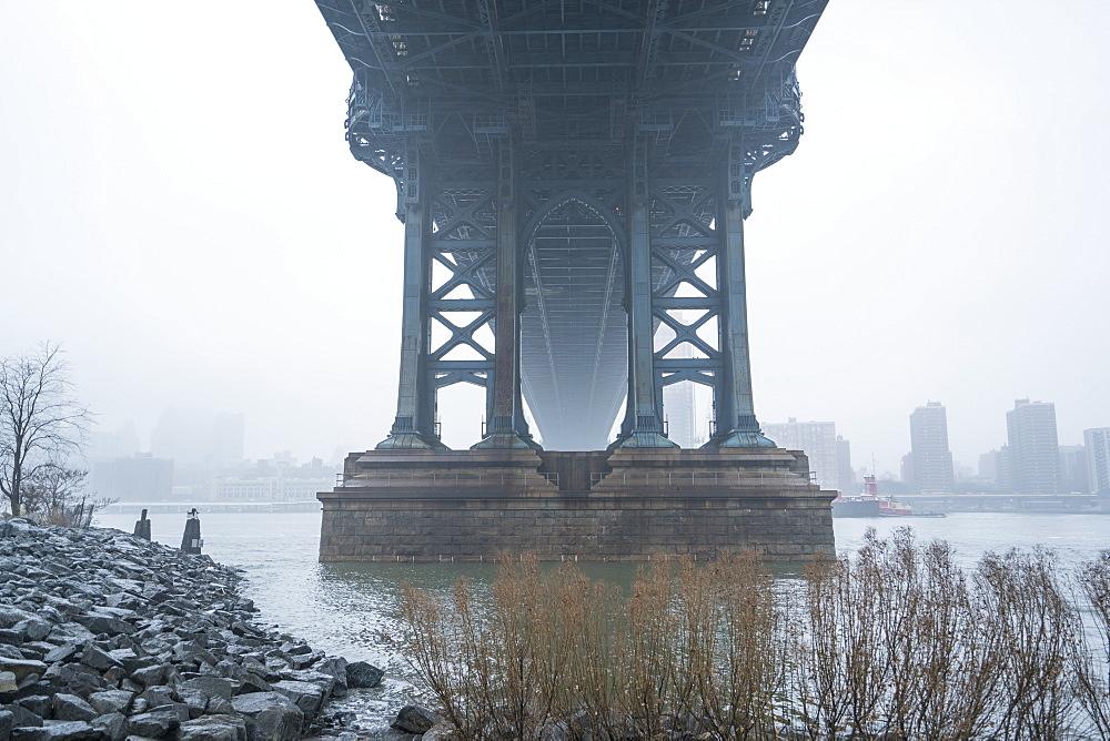 Manhattan Bridge on a cold foggy day, Brooklyn, New York City, United States of America, North America