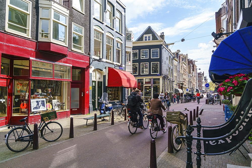 Antique shops and art galleries in Nieuwe Spiegelstraat, Amsterdam, Netherlands, Europe