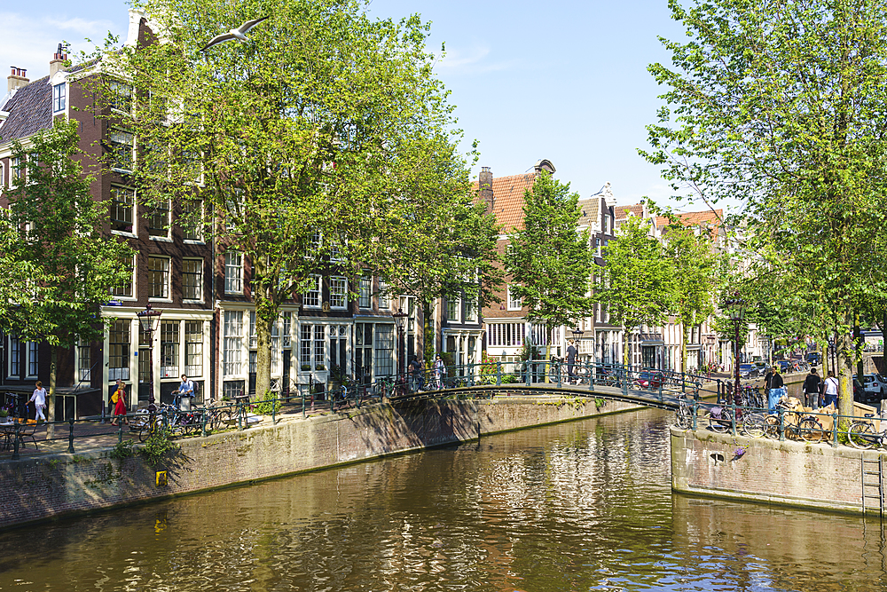 Canal scene, Brouwersgracht, Amsterdam, North Holland, The Netherlands, Europe