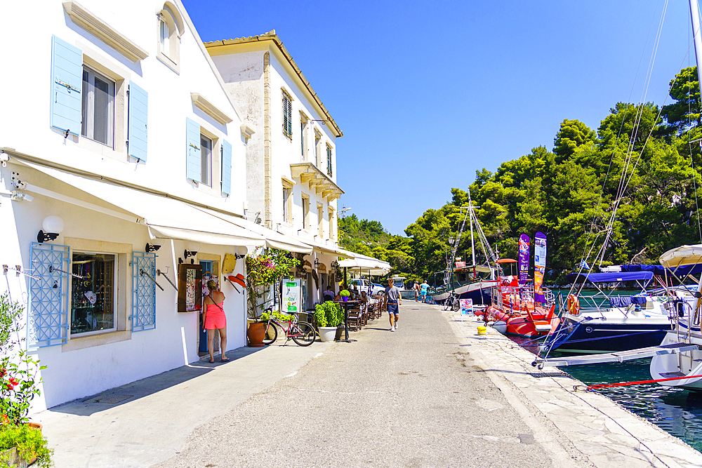 The pretty town of Gaios, the main port and harbour on the island, Paxos, Ionian Islands, Greek Islands, Greece, Europe - 1226-922