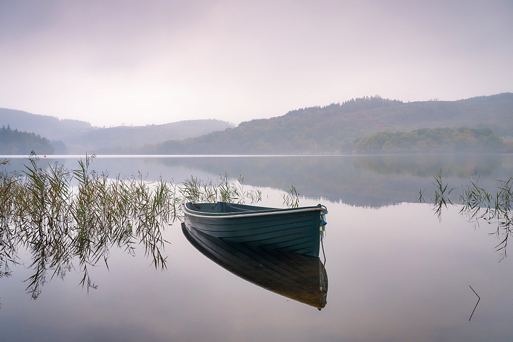A misty autumn morning at Kinlochard, Loch Ard, Aberfoyle, The Lomond and trossachs National Park, Sterlingshire, Scotland. - 1228-112