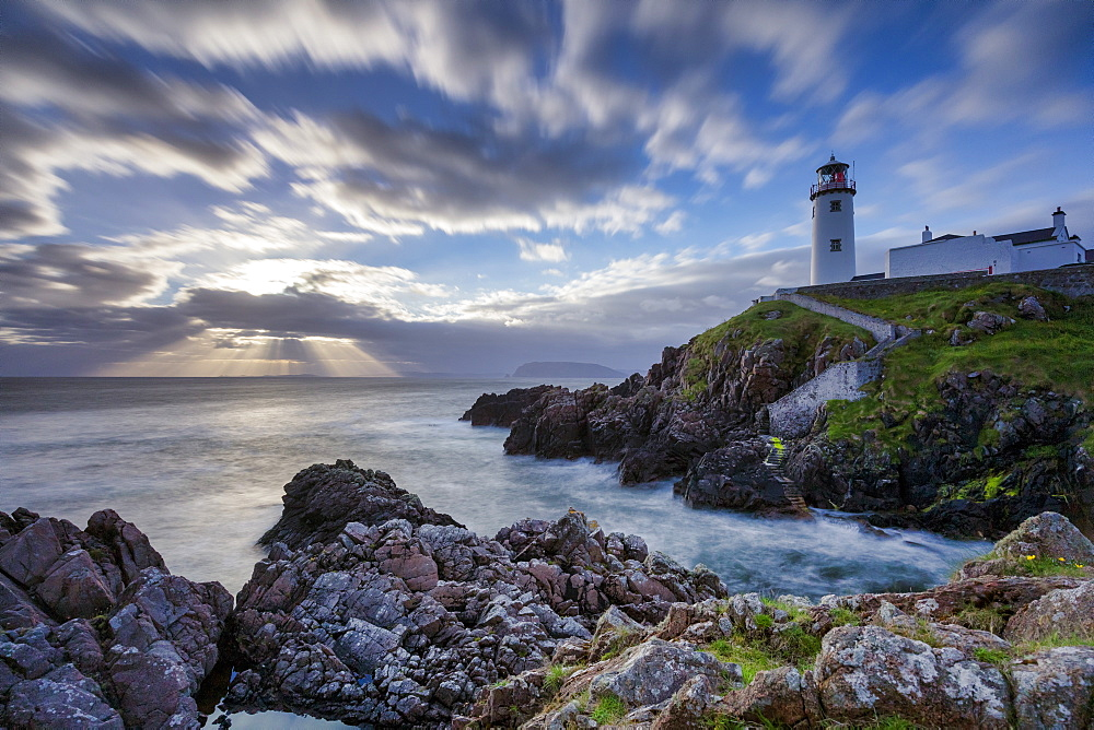 Sunrise over the Atlantic Ocean and Fanad Head Lighthouse in County Donegal, Ulster, Republic of Ireland, Europe - 1228-131