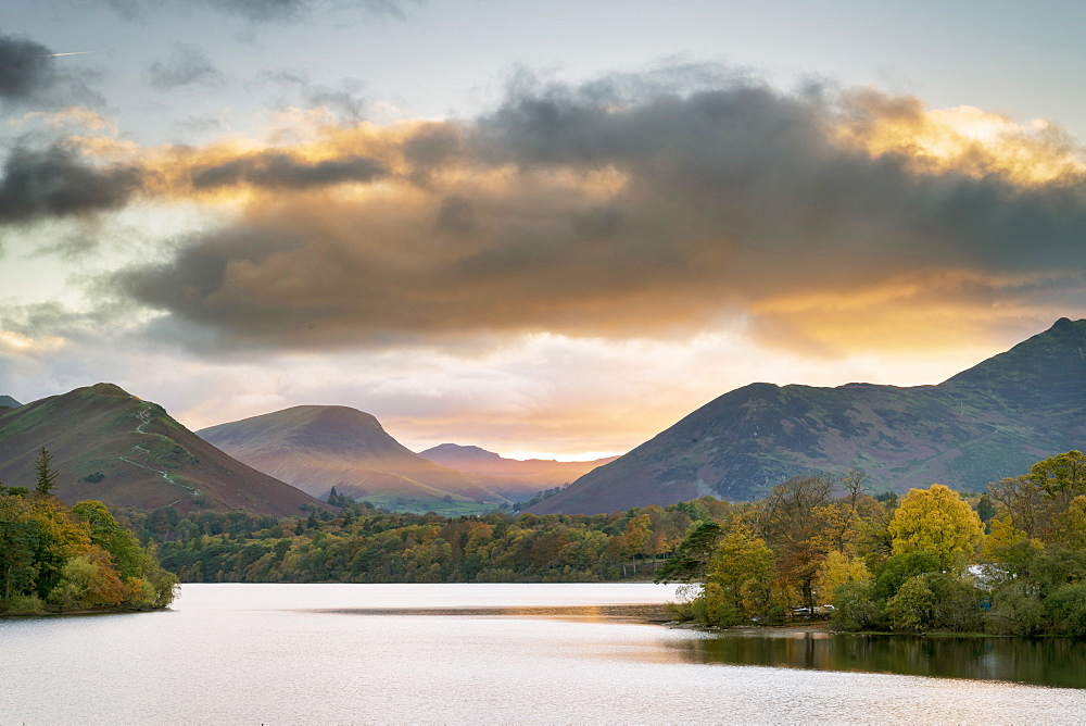 Sunset over Catbells, Derwent Water and the Newlands Valley from Keswick, Lake District National Park, UNESCO World Heritage Site, Cumbria, England, United Kingdom, Europe - 1228-178