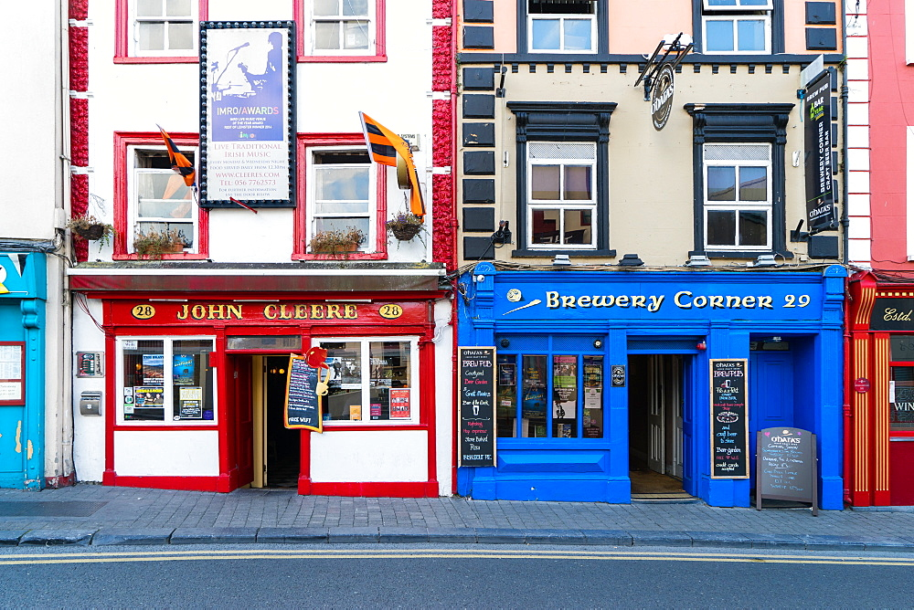 Colorful building fronts of traditional beer pubs in Kilkenny, County Kilkenny, Leinster, Republic of Ireland, Europe