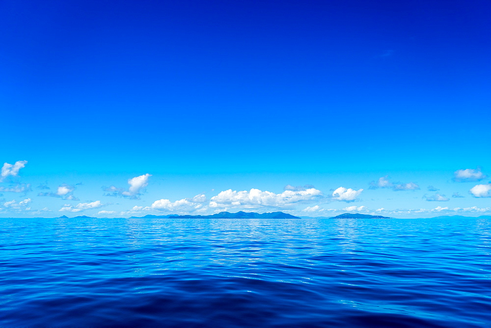 Blue sky and ocean with islands in the background, Queensland, Australia, Pacific - 1233-9