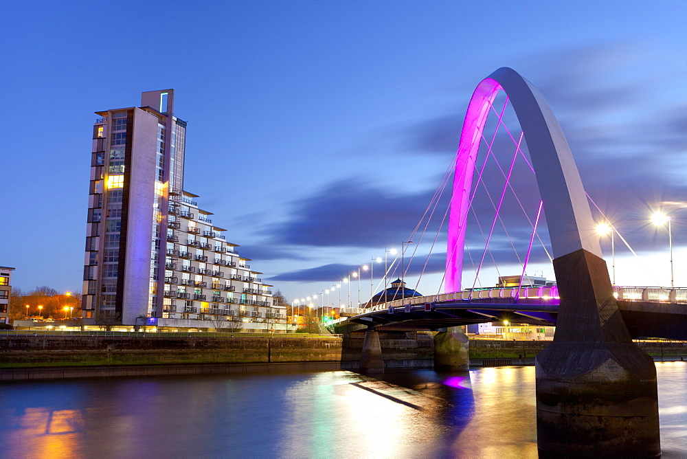 Clyde Arc (Squinty Bridge) and residential flats, River Clyde, Glasgow, Scotland, United Kingdom, Europe