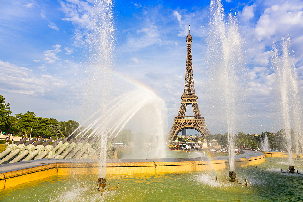 Eiffel Tower and Trocadero fountains & water canons, Paris, France, Europe. - 1237-231