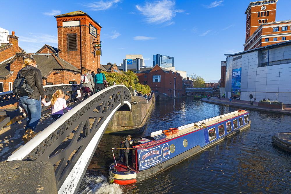 Canal boat, Birmingham Canal Old Line, Birmingham, England, United Kingdom, Europe
