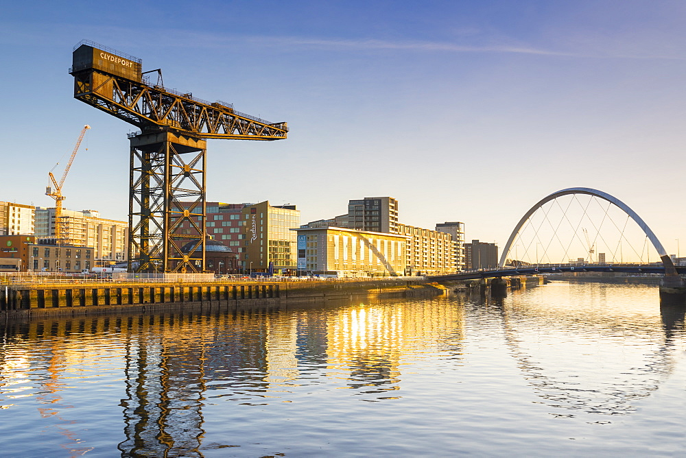 Finnieston Crane and Clyde Arc (Squinty Bridge), River Clyde, Glasgow, Scotland, United Kingdom, Europe