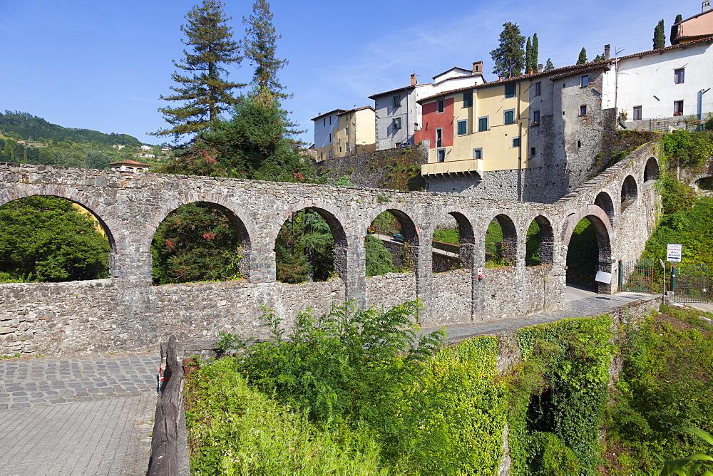 Roman Aqueduct, Barga, Tuscany, Italy, Europe