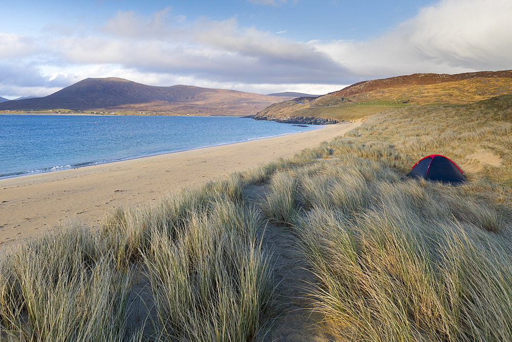 Horgabost beach, facing the island of Taransay, Isle of Harris, Outer Hebrides, Scotland, United Kingdom, Europe - 1237-91