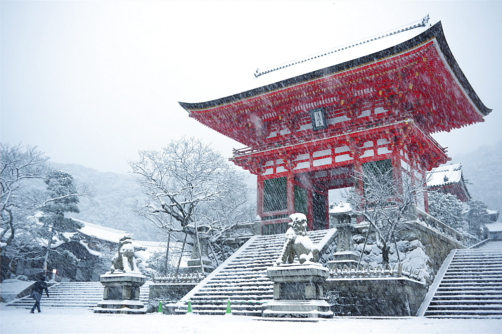 Entrance gate of Kiyomizu-dera Temple during snow storm, UNESCO World Heritage Site, Kyoto, Japan, Asia - 1238-26