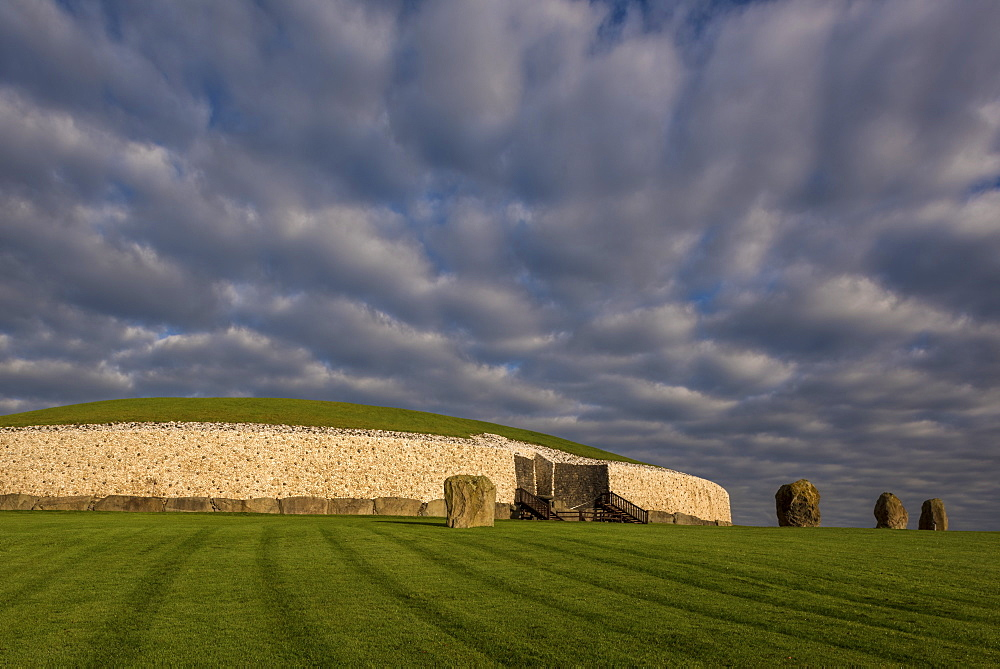 Newgrange, UNESCO World Heritage Site, County Meath, Leinster, Republic of Ireland, Europe
