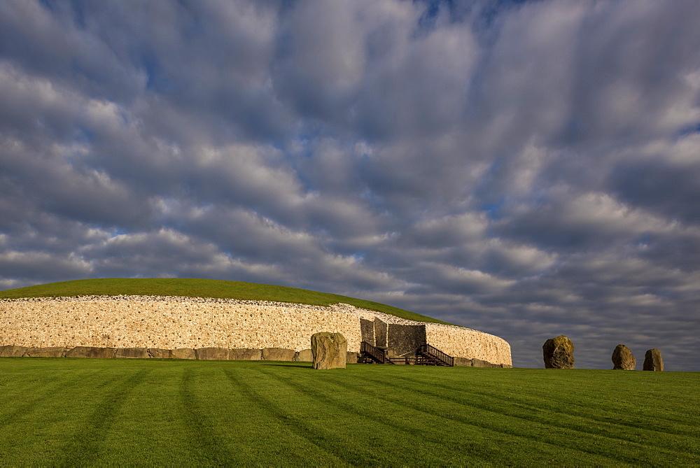 Newgrange, UNESCO World Heritage Site, County Meath, Leinster, Republic of Ireland, Europe - 1240-171